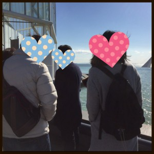葛西臨海水族園で海を見る男女