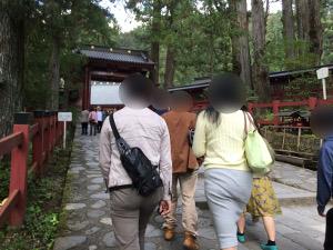 二荒山神社へ向う男女